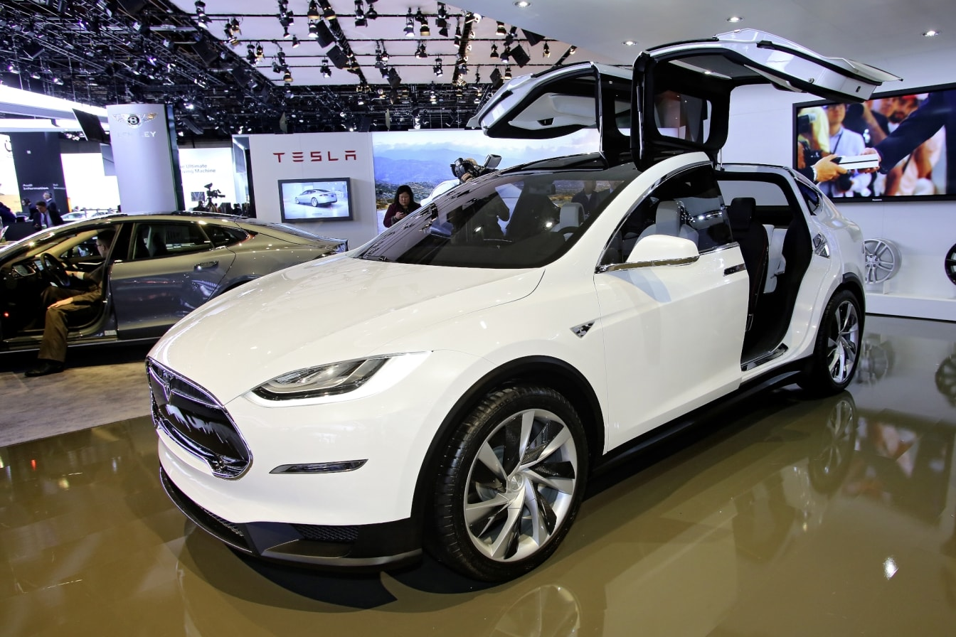 tesla x ou l 39 autre face de la voiture lectrique agadir voiture. Black Bedroom Furniture Sets. Home Design Ideas