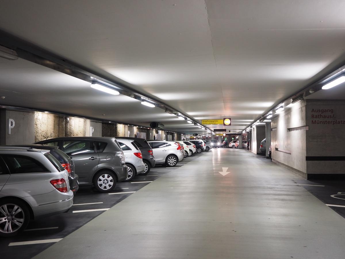 Comment trouver le parking idéal pour garer sa voiture ?